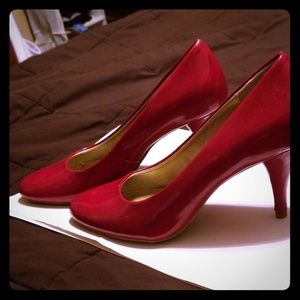 Gorgeous Bandolino red heels